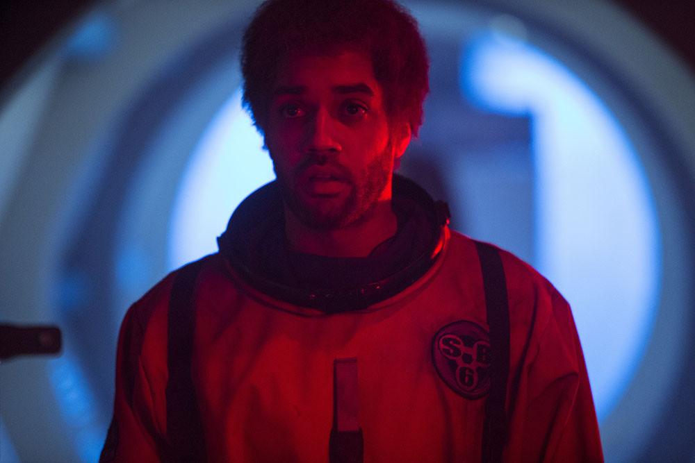 Doctor Who: Samuel Anderson in un momento dell'episodio Listen
