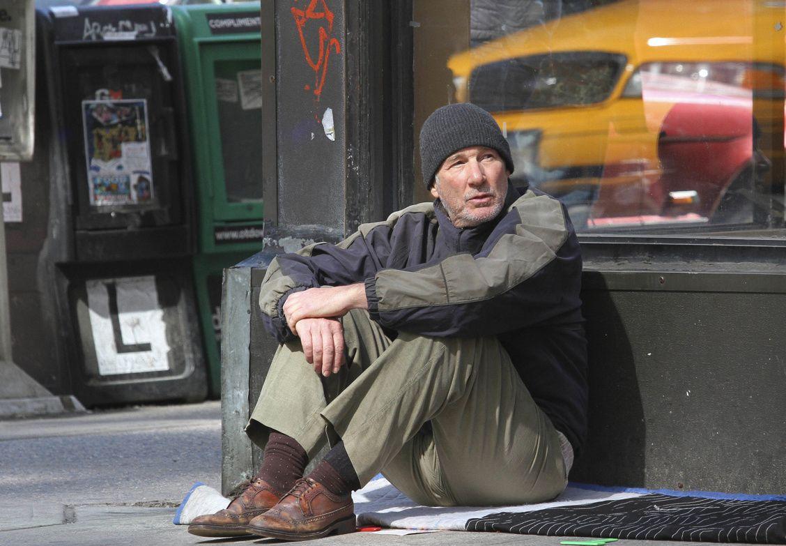 Time Out of Mind: Richard Gere in una scena del film nei panni del senzatetto George