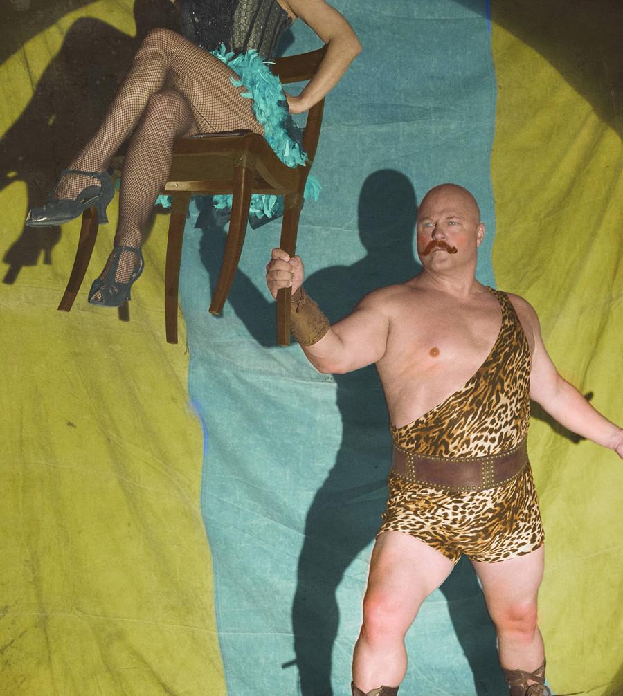 American Horror Story: Michael Chiklis in un'immagine promozionale per Freak Show, quarta stagione