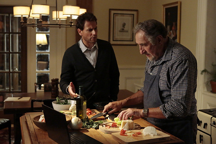 Forever: Judd Hirsch e Ioan Gruffudd nell'episodio Look Beofre You Leap
