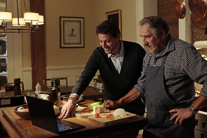Forever: Ioan Gruffudd e Judd Hirsch nell'episodio Look Beofre You Leap