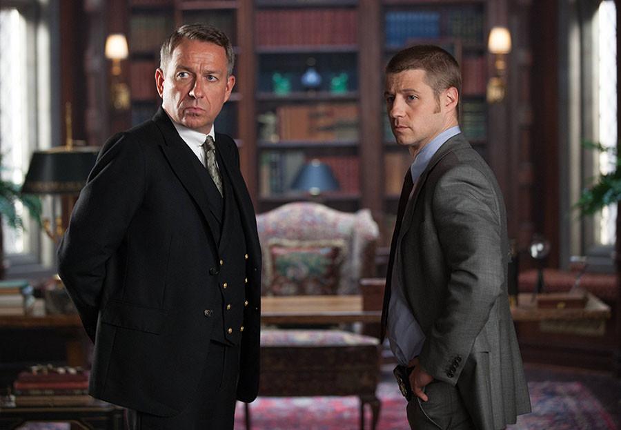 Gotham: Sean Pertwee e Ben McKenzie nell'episodio Selina Kyle