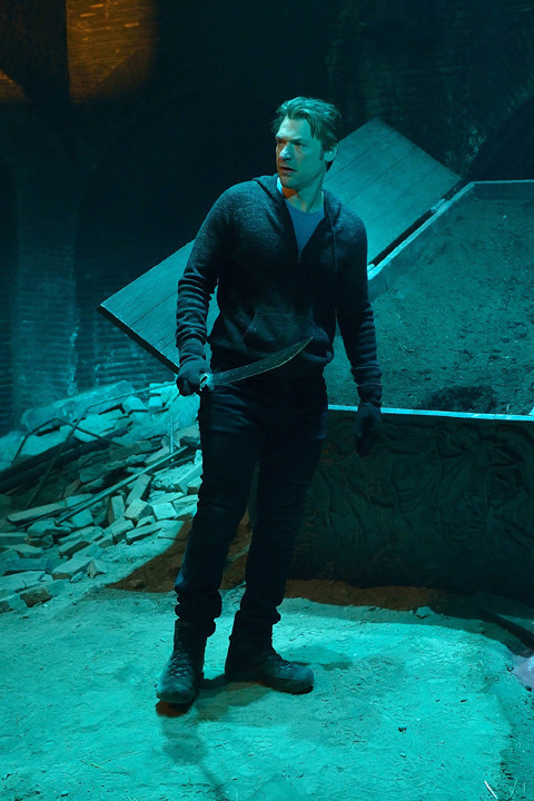 The Strain: Corey Stoll in una scena dell'episodio The Third Rail