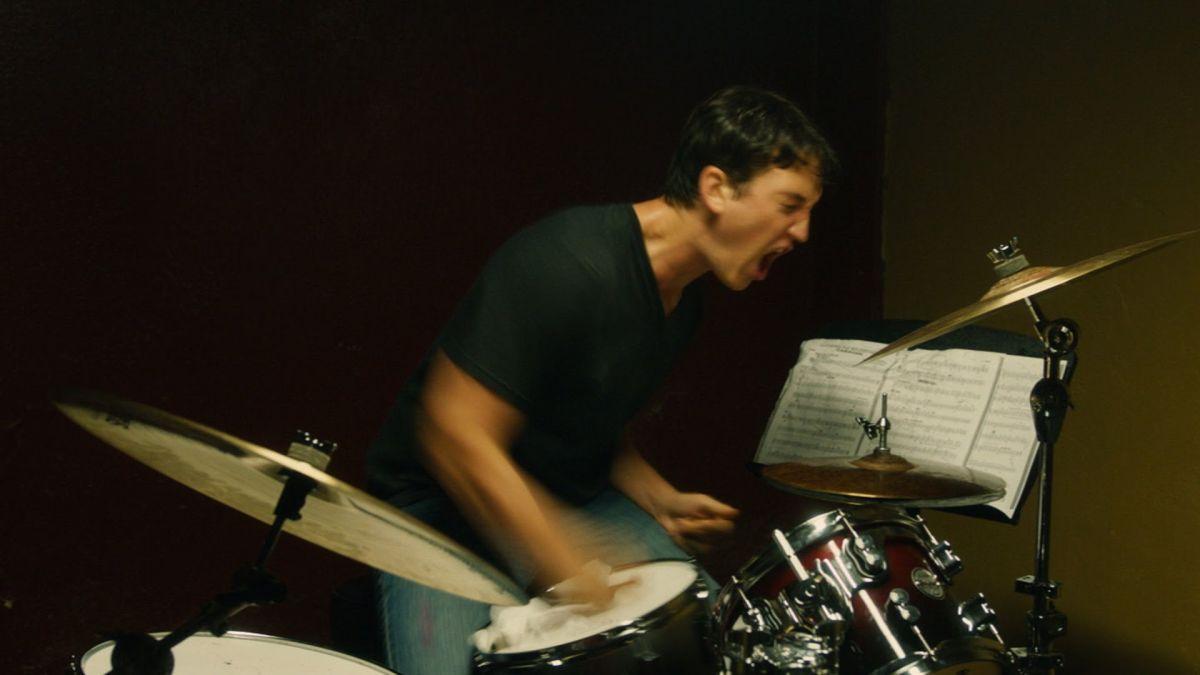 Whiplash: Miles Teller durante una concitatissima scena del film