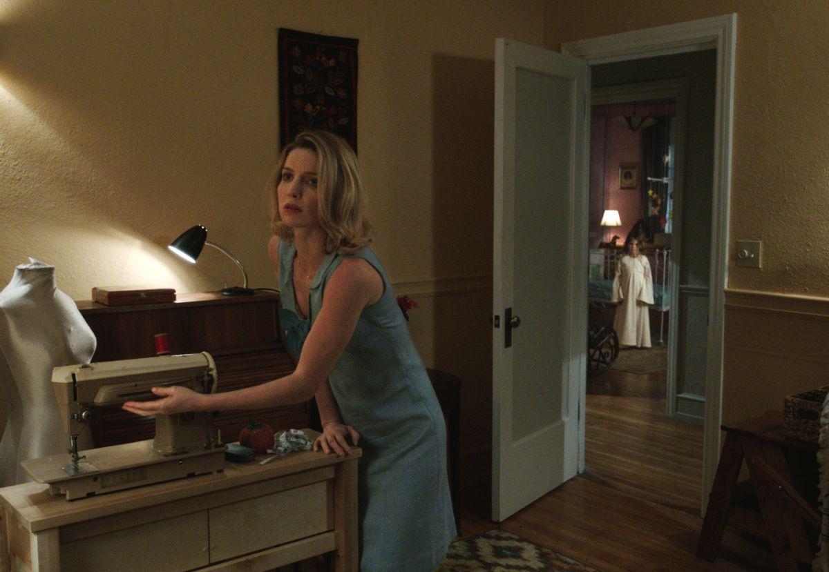 Annabelle: Annabelle Wallis in una scena tratta dall'horror