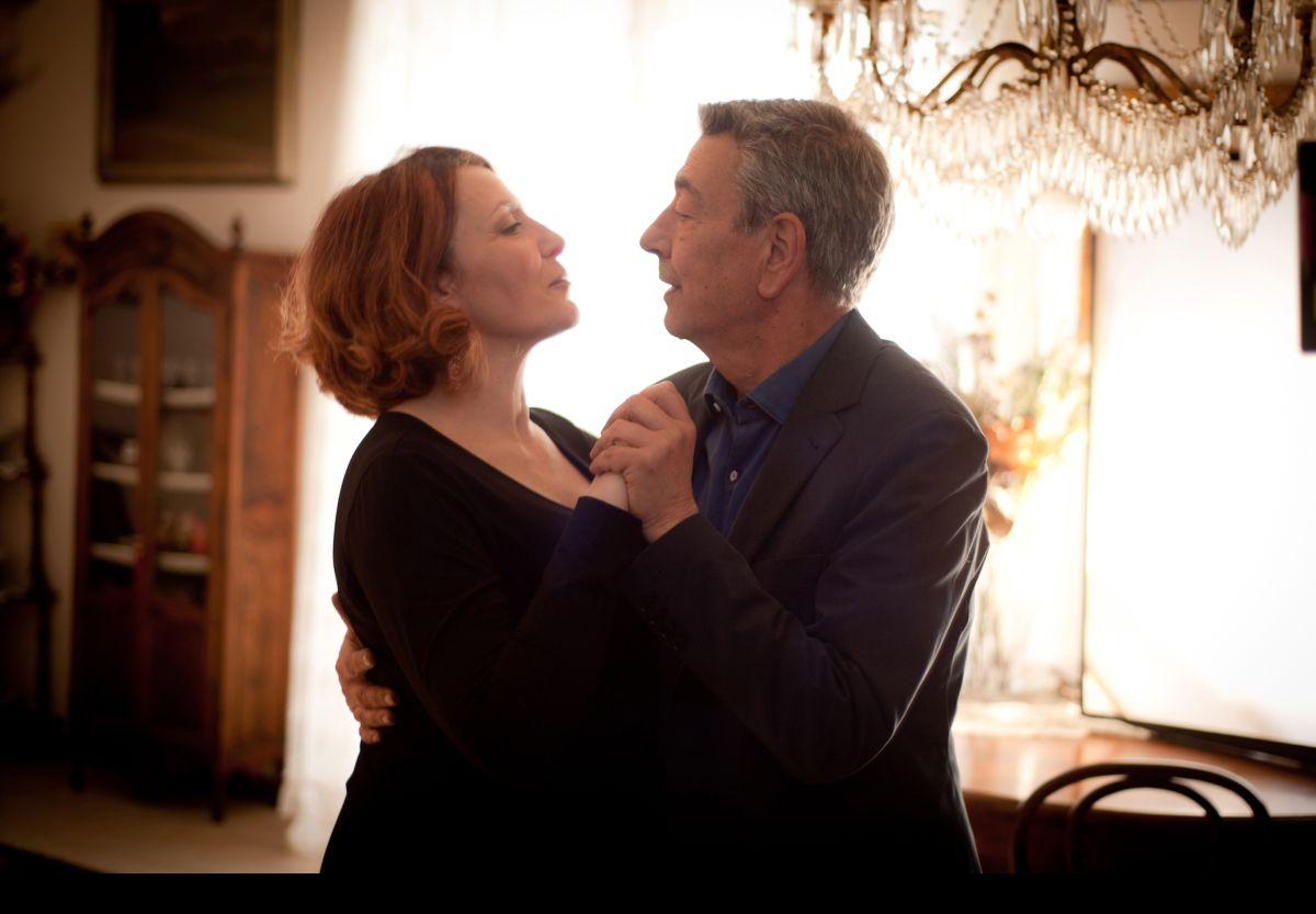 Buoni a nulla: Gianni Di Gregorio balla con Daniela Giordano in una scena del film