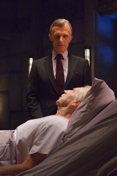 The Strain: Jonathan Hyde e Richard Sammel nell'episodio Last Rites