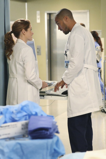 Grey's Anatomy: Sarah Drew e Jesse Williams nell'episodio I Must Have Lost It on the Wind'
