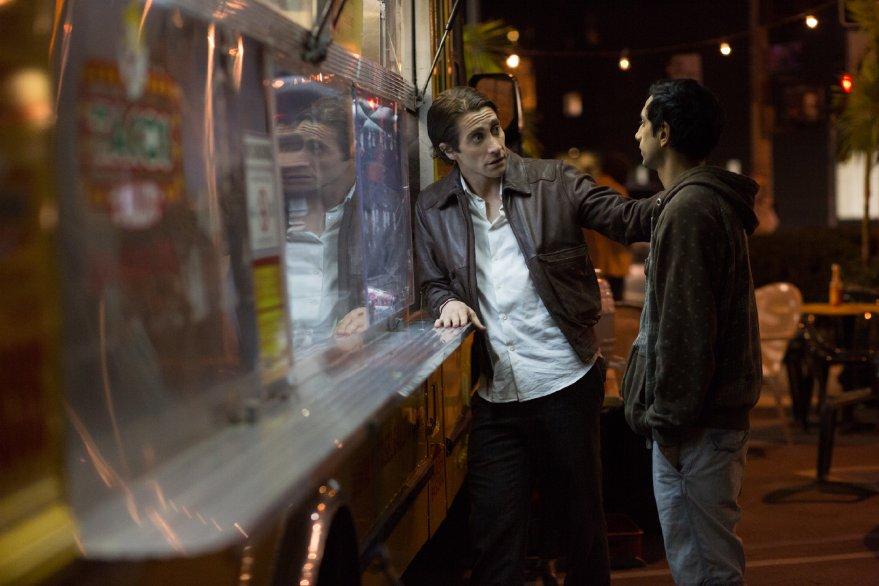 Lo Sciacallo - Nightcrawler: Riz Ahmed con Jake Gyllenhaal in una scena del film