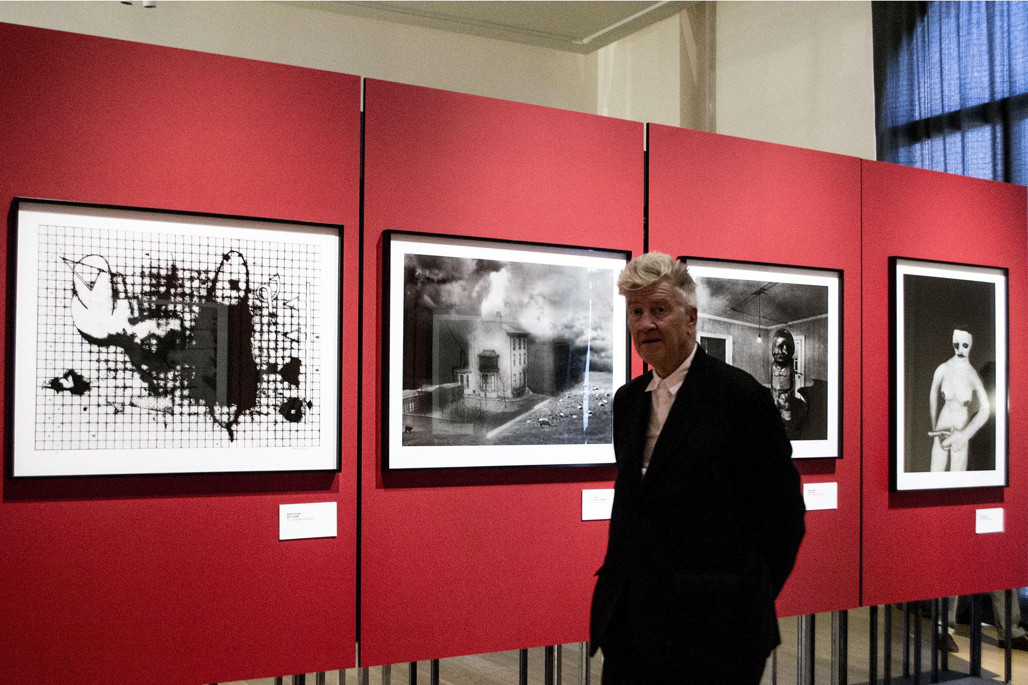 David Lynch a Lucca davanti alle sue Small Stories nella mostra Lost Visions, a lui dedicata