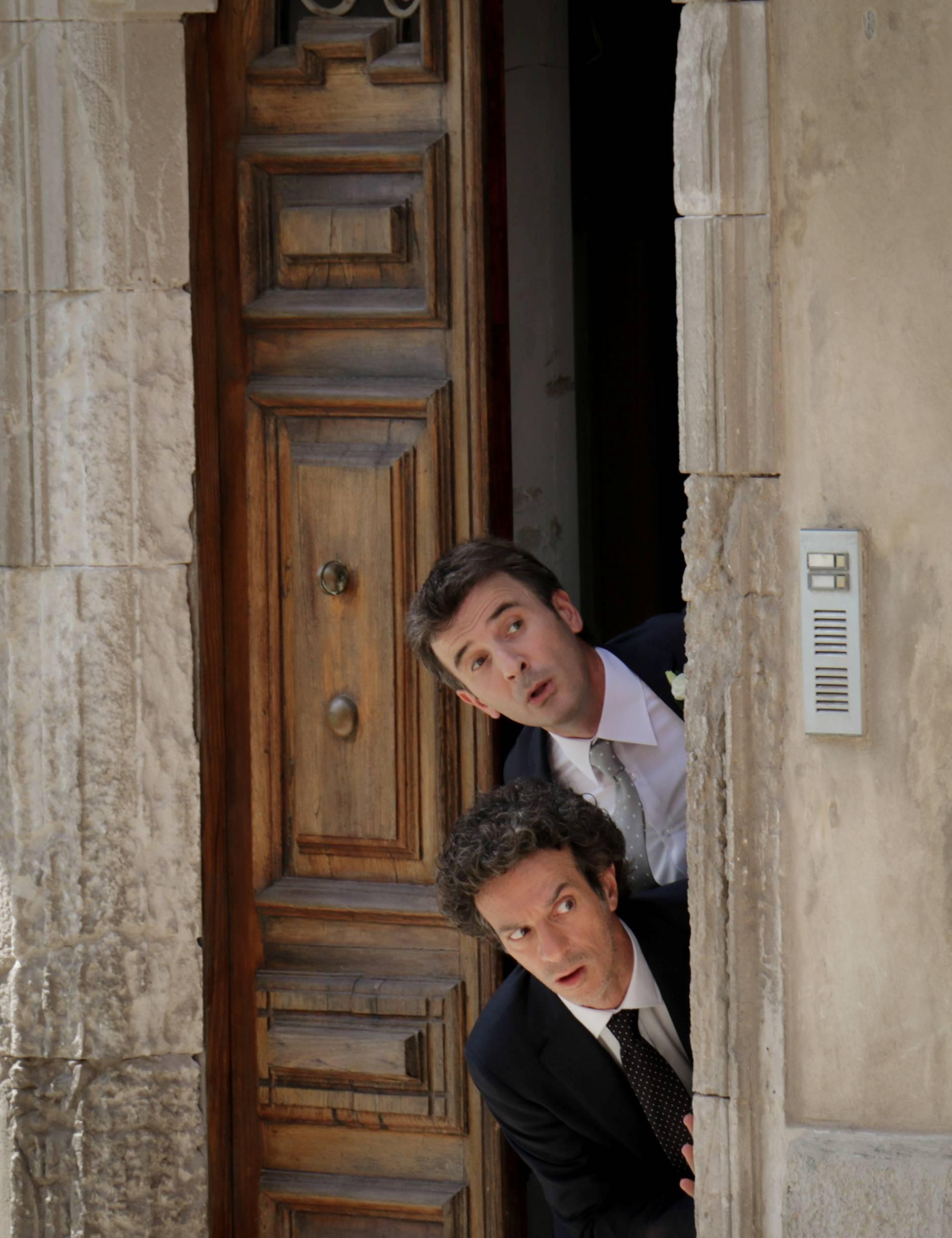 Andiamo a quel paese: Ficarra e Picone in una buffa scena del film