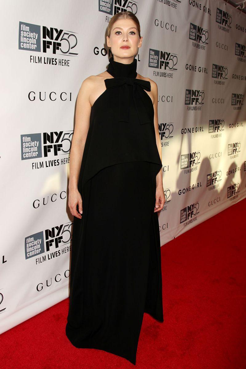 L'amore bugiardo - Gone Girl: la bellissima Rosamund Pike sul red carpet del 52° NYFF