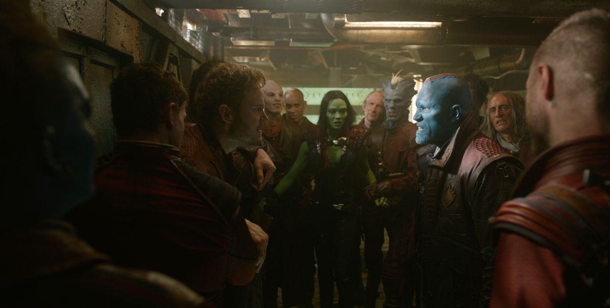 Guardiani della Galassia: Chris Pratt con Michael Rooker e Zoe Saldana in una scena
