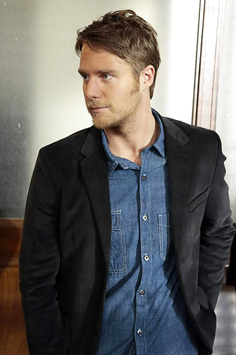 Manhattan Love Story: Jake McDorman in una scena del pilot della serie