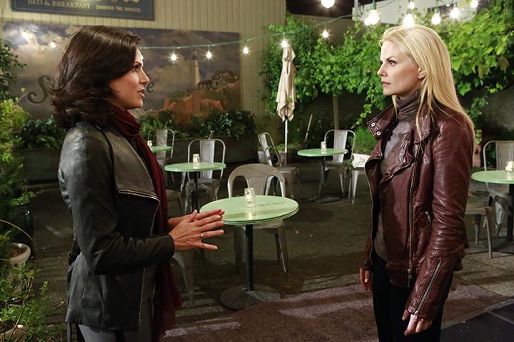 C'era una volta: Jennifer Morrison e Lana Parrilla nell'episodio A Tale of Two Sisters