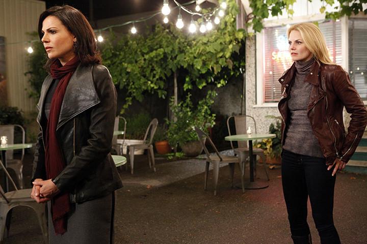 C'era una volta: Jennifero Morrison con Lana Parrilla nell'episodio A Tale of Two Sisters