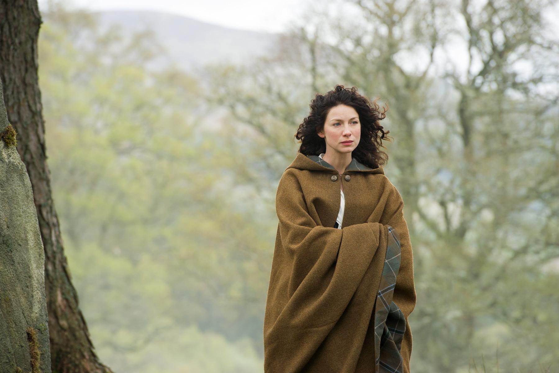 Outlander: Caitriona Balfe in una scena dell'episodio Both Sides Now