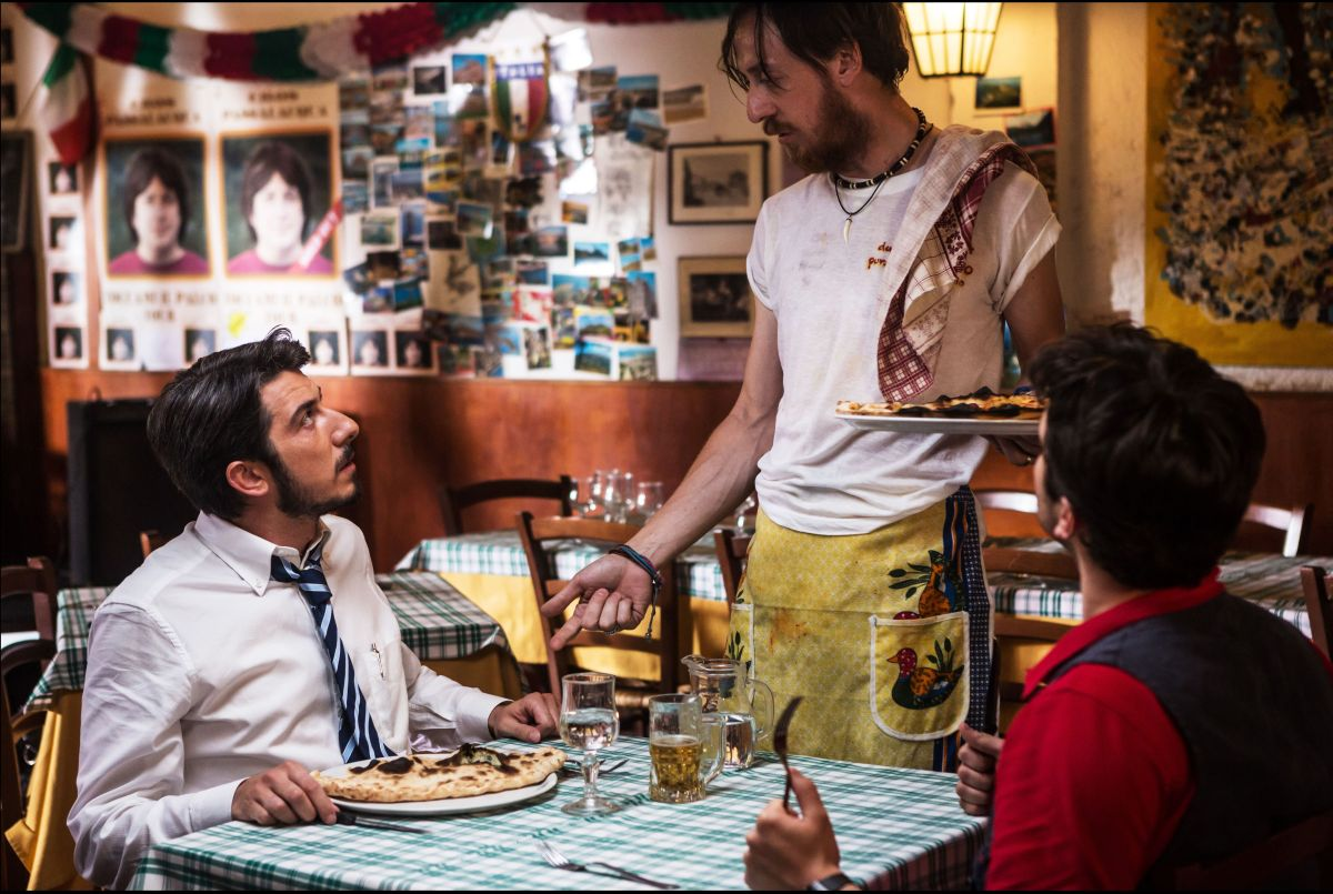 Tutto molto bello: Paolo Ruffini con Niccolò Senni e Frank Matano in una scena del film