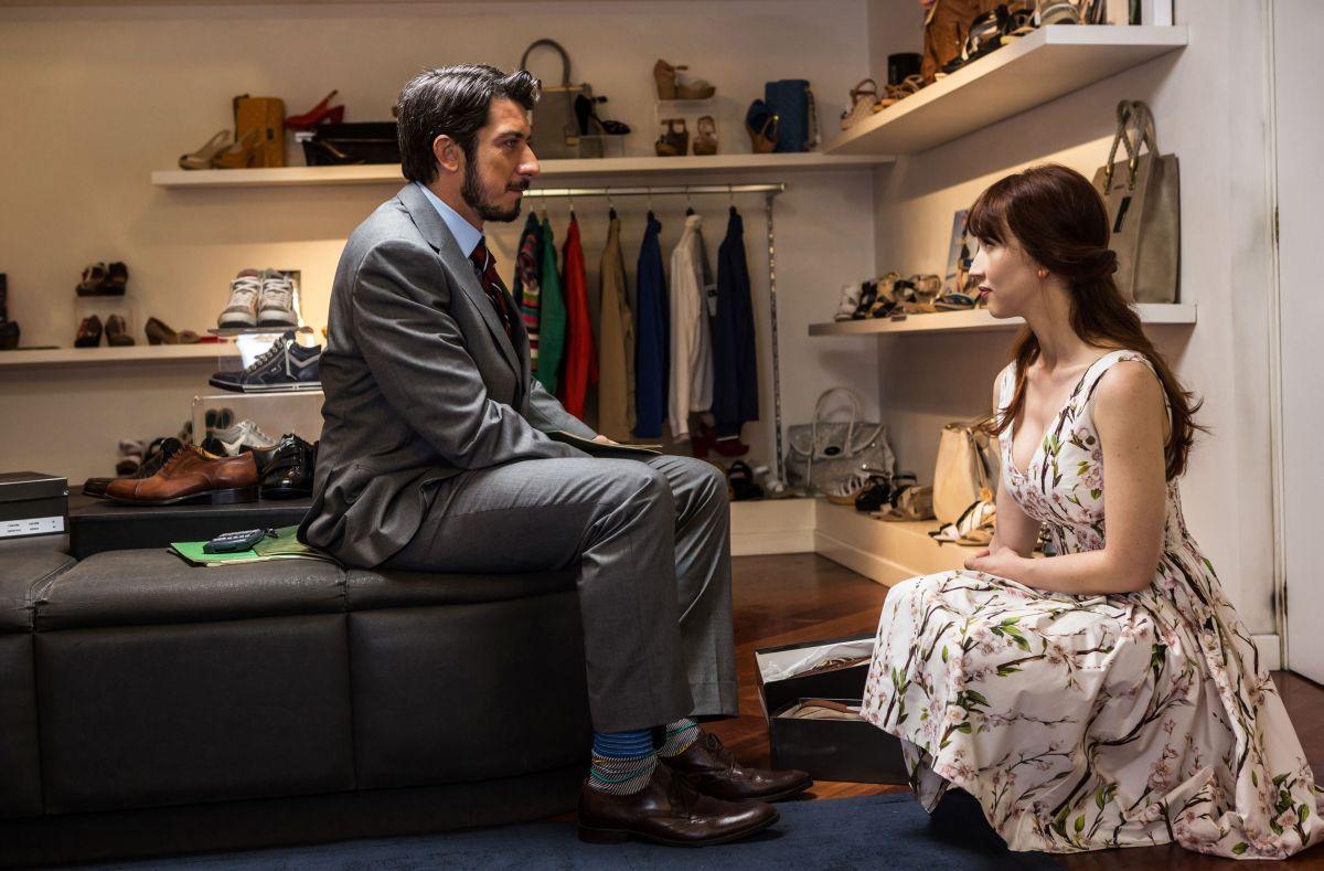 Tutto molto bello: Paolo Ruffini insieme a Chiara Francini in una scena del film