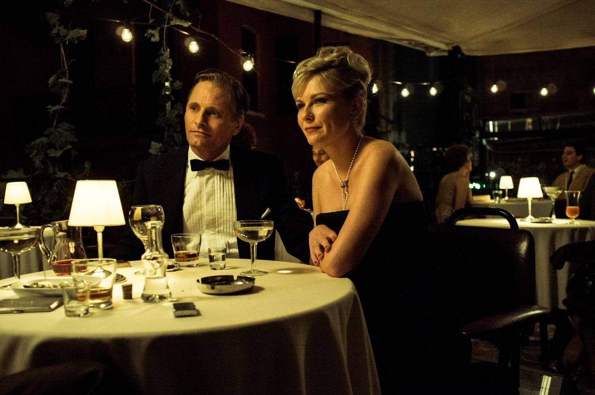 I due volti di gennaio: Viggo Mortensen con la 'moglie' Kirsten Dunst in una scena del film