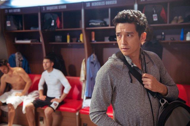 Matador: Gabriel Luna in una scena della serie
