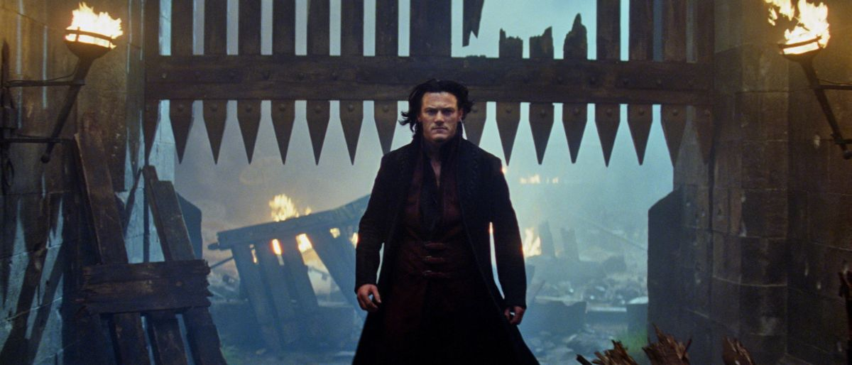 Dracula Untold: Luke Evans nel ruolo del Conte Vlad in una scena
