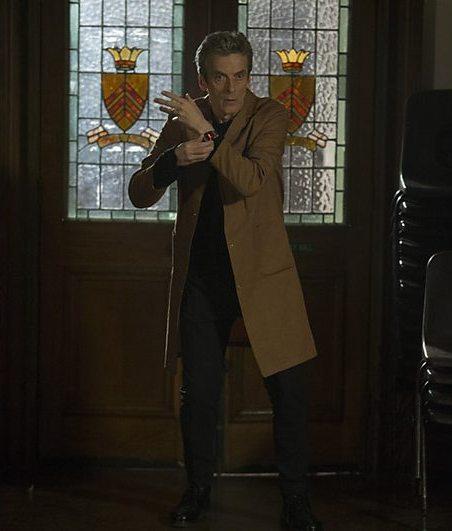 Doctor Who: un'immagine di Peter Capaldi nell'episodio The Caretaker