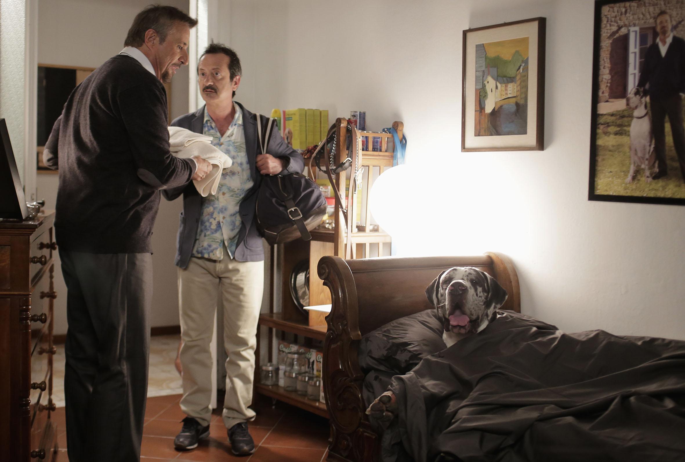 La scuola più bella del mondo: Christian De Sica con Rocco Papaleo in una scena del film