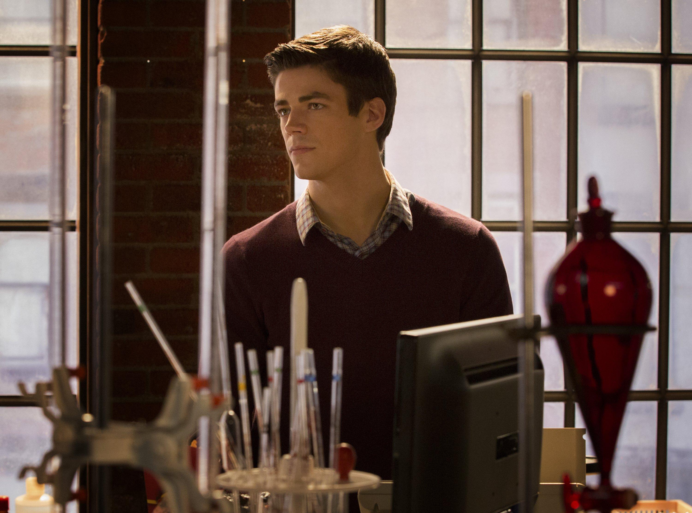 The Flash: Grant Gustin interpreta Barry Allen in City of Heroes