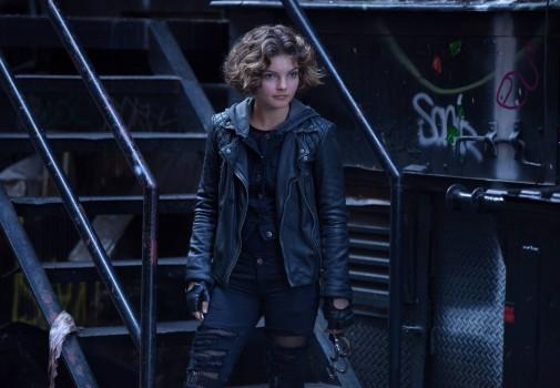 Gotham: Camren Bicondova interpreta una scena dell'episodio The Ballonman