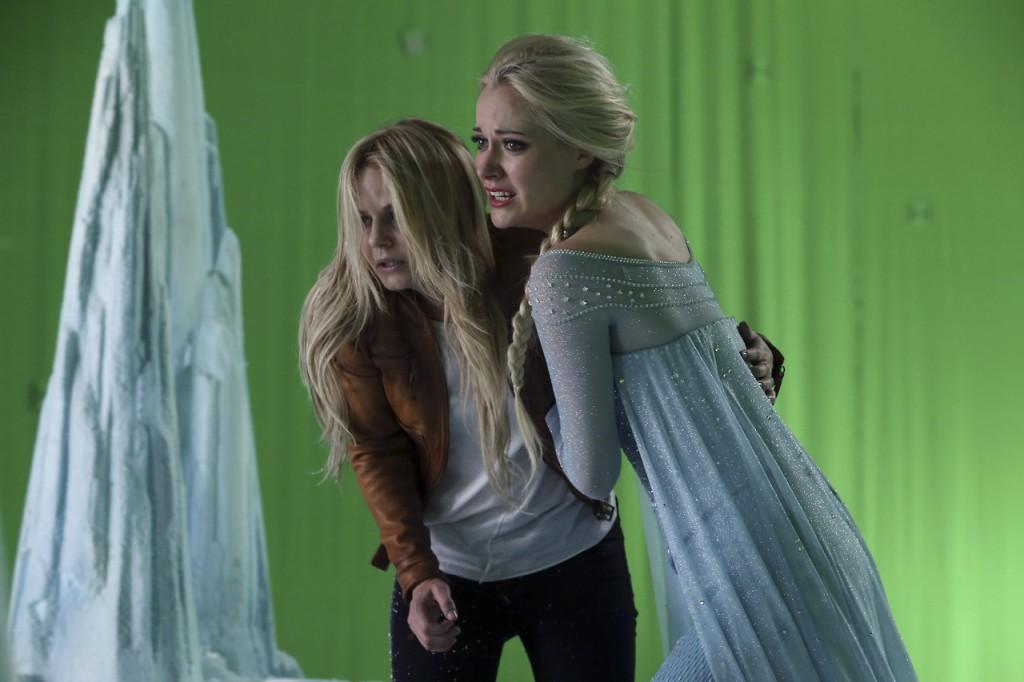 C'era una volta: Georgina Haig e Jennifer Morrison durante le riprese di White Out
