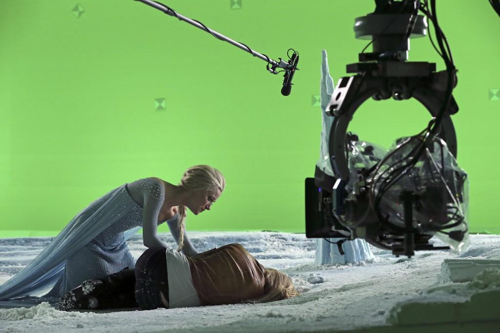 C'era una volta: Jennifer Morrison e Georgina Haig sul set di White Out