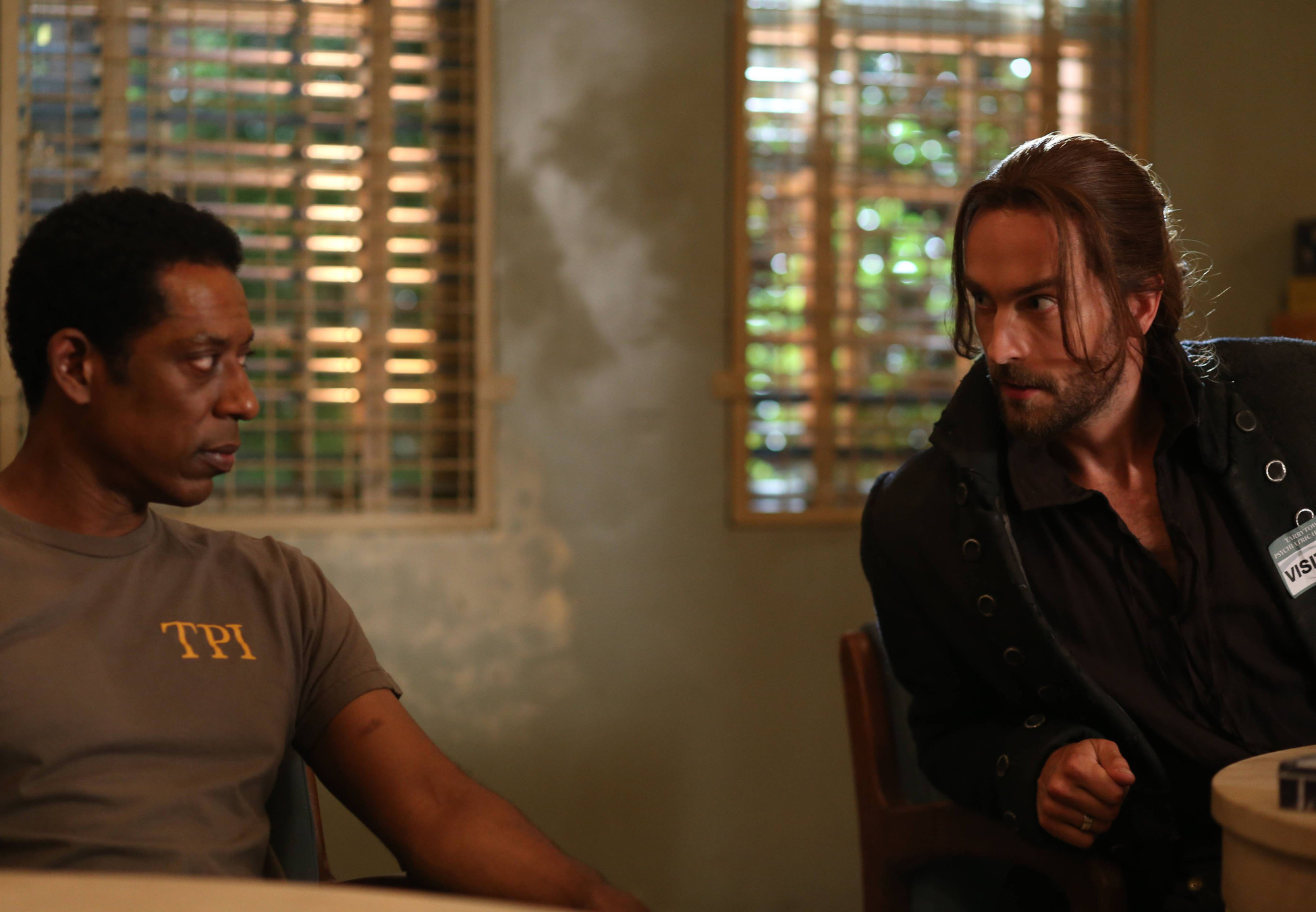 Sleepy Hollow: Orlando Jones e Tom Mison nella puntata Root of All Evil