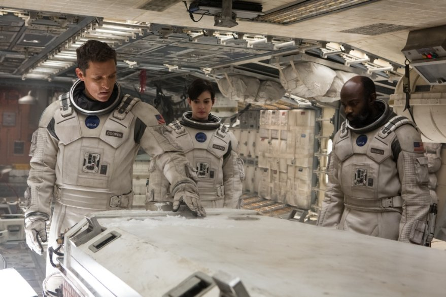 Interstellar: Matthew McConaughey in una scena del film con Anne Hathaway e David Oyelowo