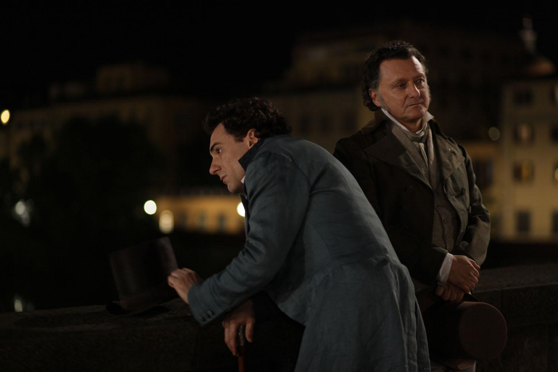 Il giovane favoloso: Elio Germano con Massimo Popolizio in una scena del film