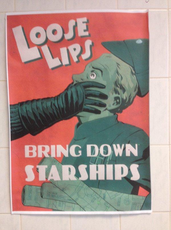 Star Wars: Episode VII - Un poster a Pinewood consiglia ai visitatori di tenere la bocca chiusa