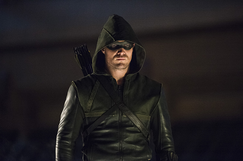 Arrow: Stephen Amell nell'episodio The Calm