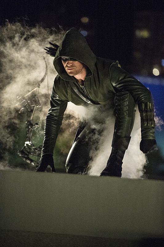 Arrow: l'attore Stephen Amell nella puntata The Calm