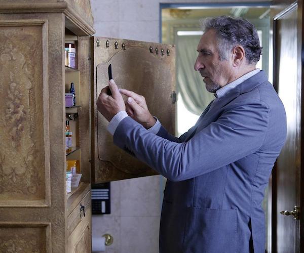 Forever: l'attore Judd Hirsch nell'episodio The Art of Murder
