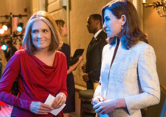 The Good Wife: Gloria Steinem con Julianna Margulies sul set di The Good Wife