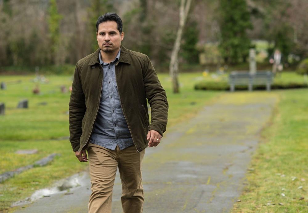 Gracepoint: Michael Peña in una scena della serie