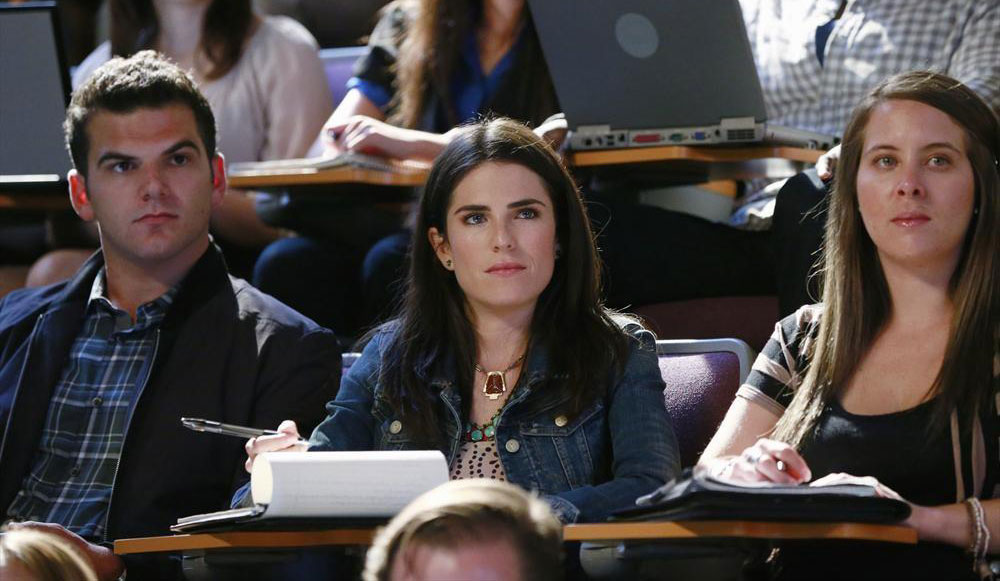 How To Get Away With Murder: l'attrice Karla Souza in una scena di Smile, or Go to Jail