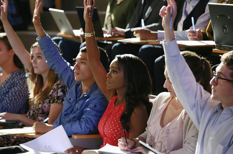 How To Get Away With Murder: l'attrice Aja Naomi King nell'episodio Smile, or Go to Jail