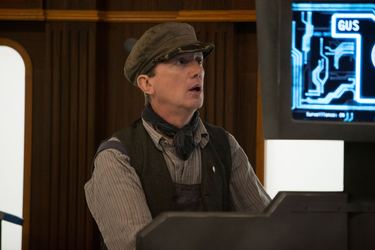 Doctor Who: l'attore Frank Skinner interpreta Perkins in Mummy On The Orient Express