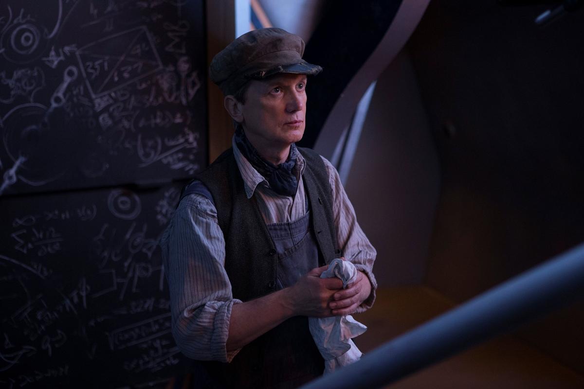 Doctor Who: Frank Skinner in una scena della puntata Mummy On The Orient Express