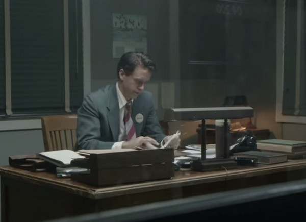 Manhattan: Harry Lloyd in una scena dell'episodio Tangier
