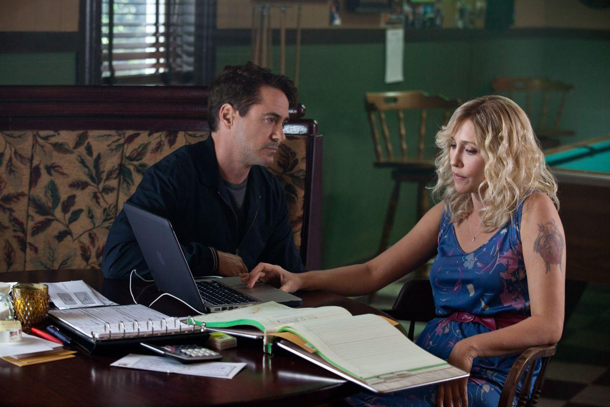 The Judge: Robert Downey Jr. con Vera Farmiga in una scena del film