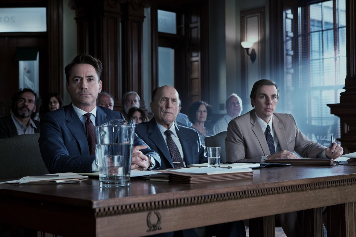 The Judge: Robert Downey Jr con Dax Shepard e Robert Duvall in una scena del film