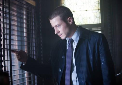 Gotham: l'attore Ben McKenzie in una scena di Arkham