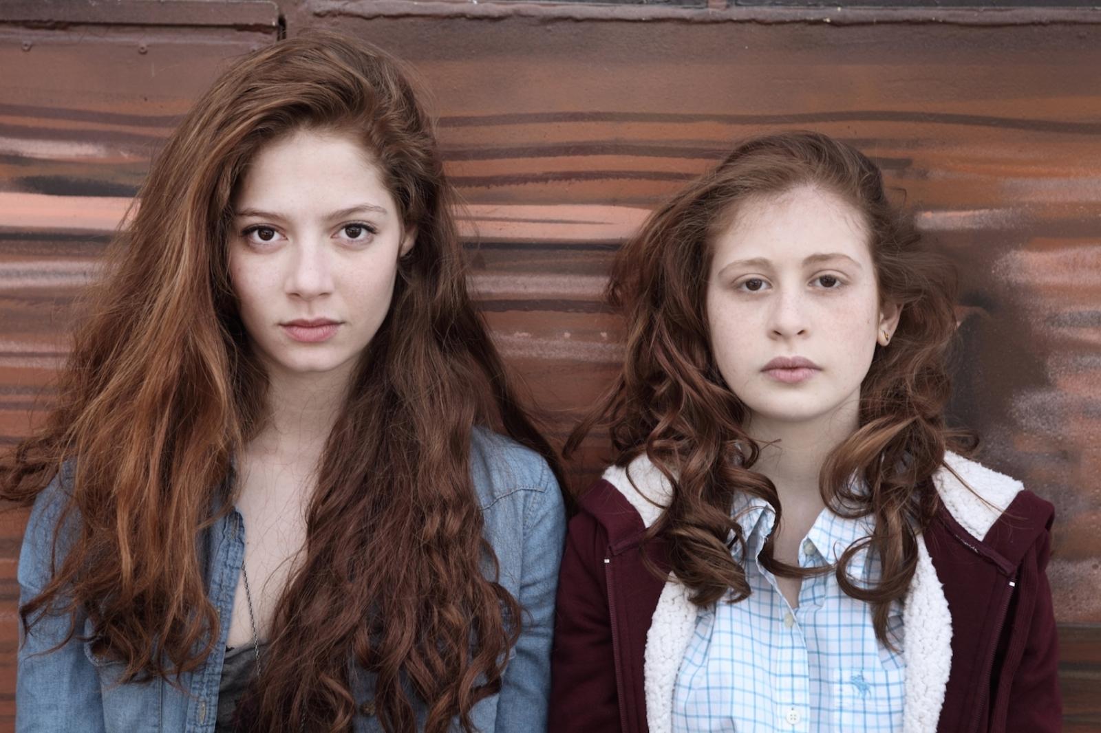 Les Revenants: Yara Pilartz e Jenna Thiam una scena della serie